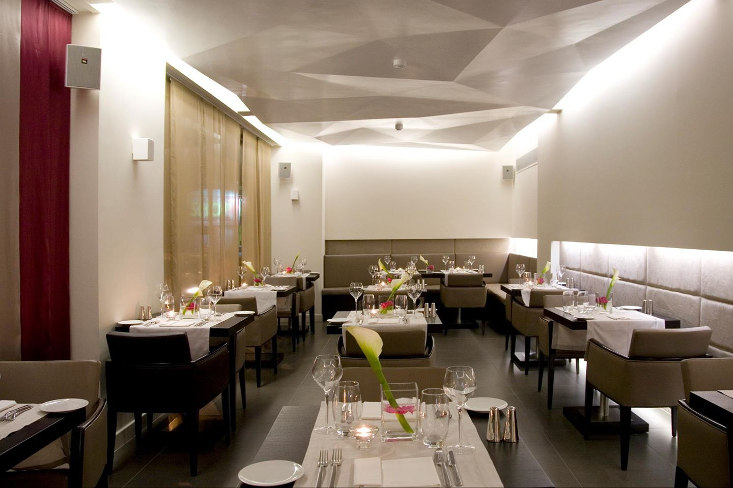 O&B Athens All Day Bar Restaurant Cover Image on XploreGreece